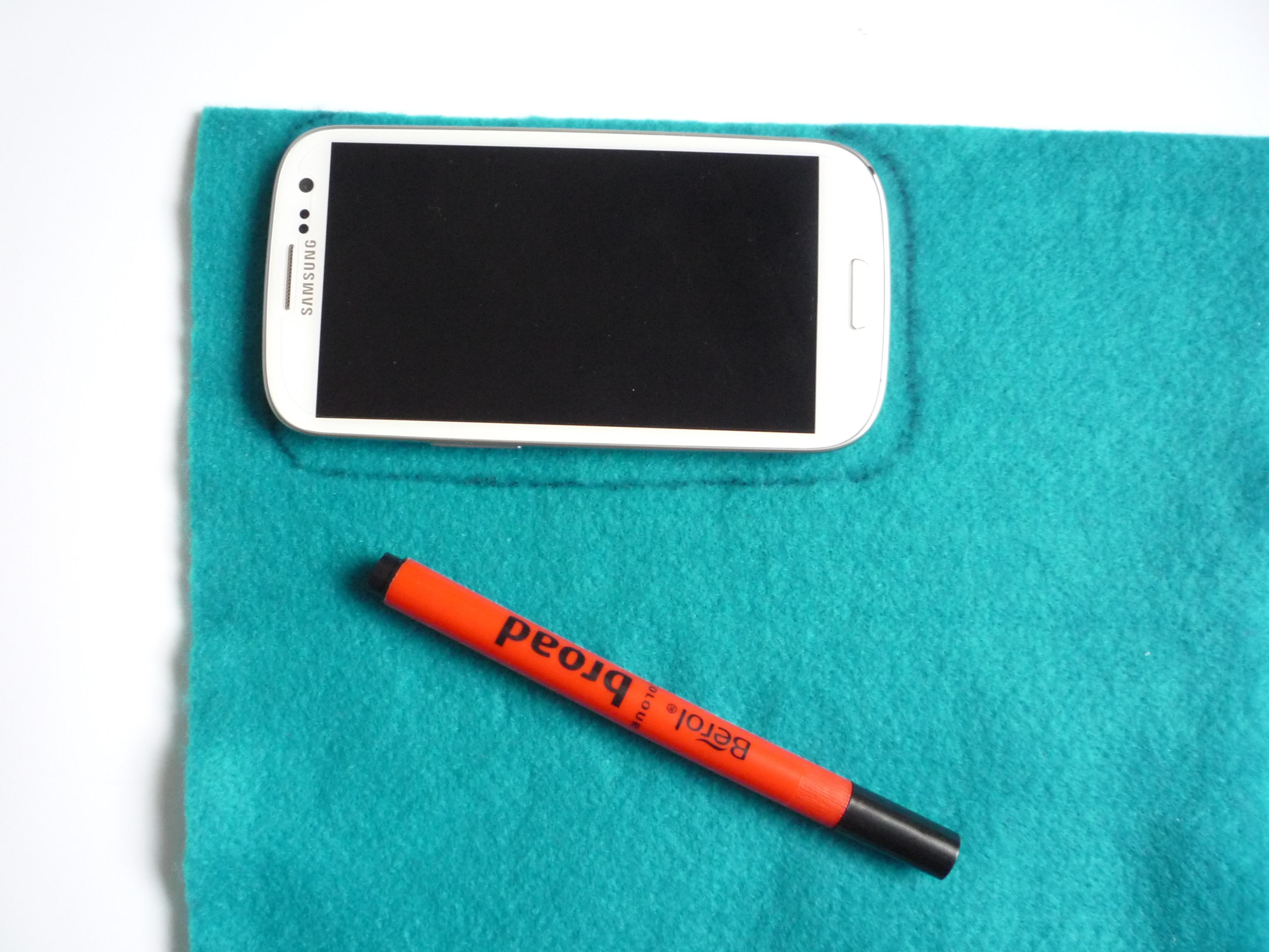 How to Make a Felt Phone Case picture