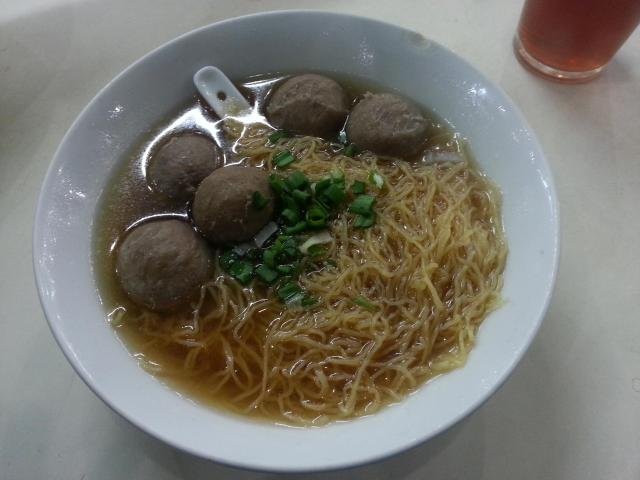 Noodle soup with beef balls