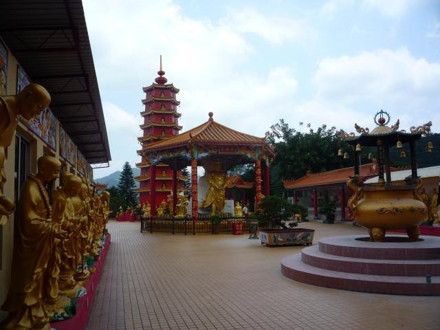 10000 buddha temple forecourt