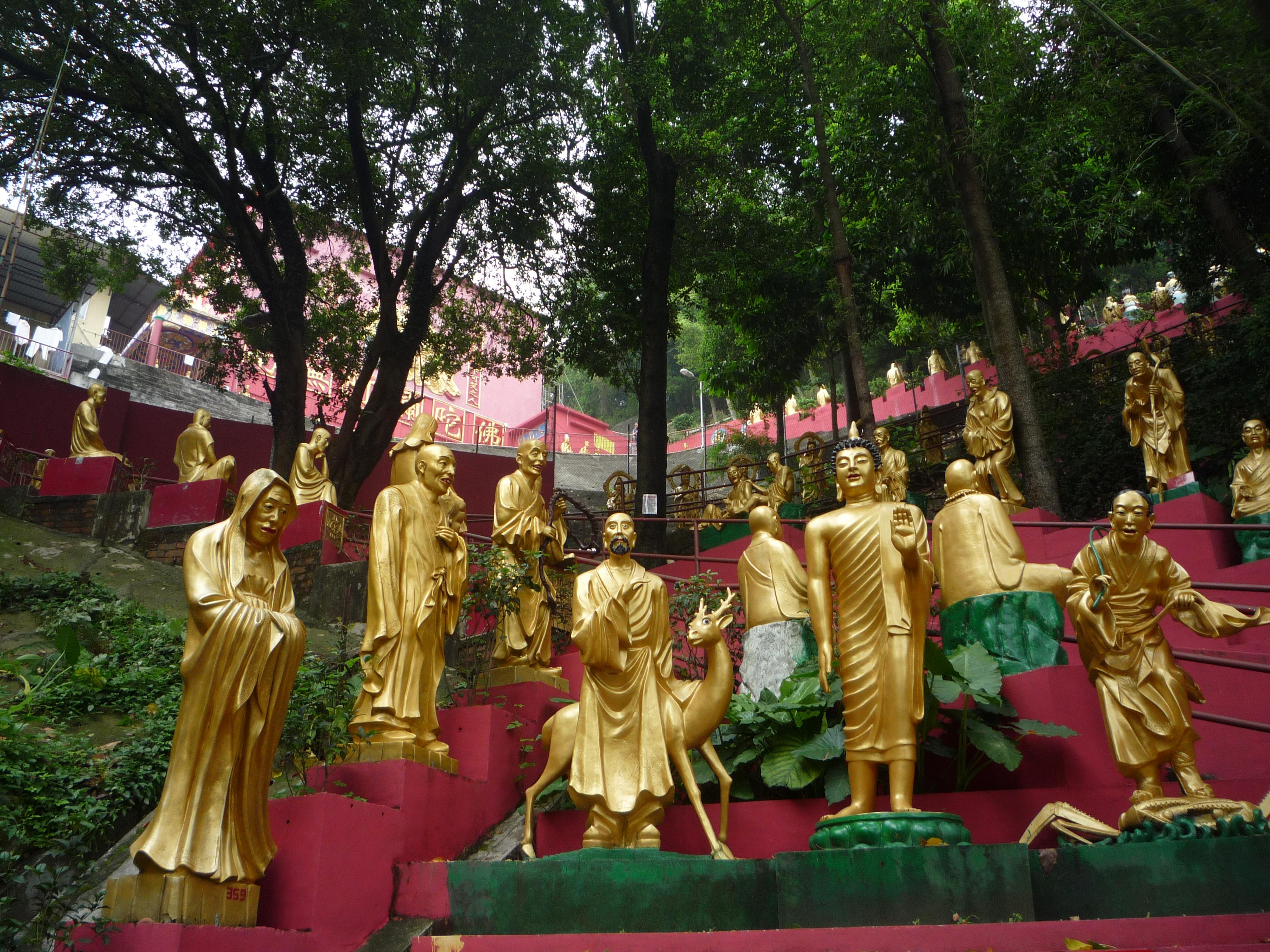 10000 buddhas monastery how to get there