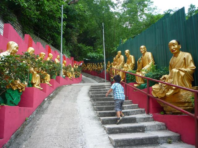 10000 buddhas temple ascent
