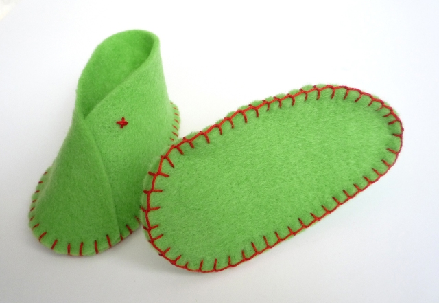 Felt baby shoes stitching