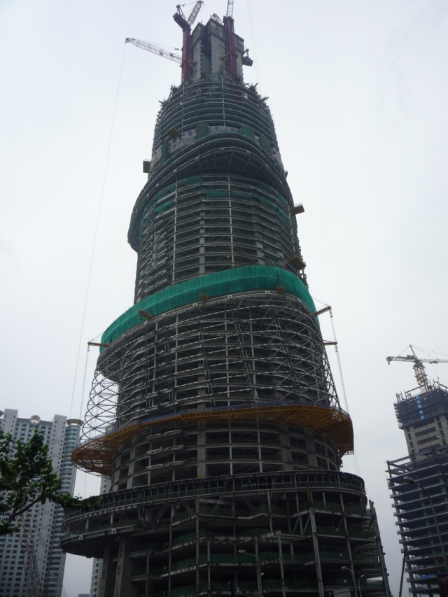 Shanghai Tower construction