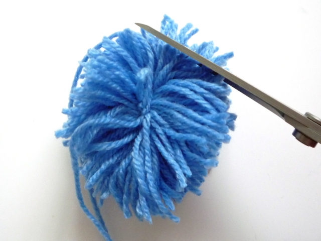 Q6 trimming the pompom