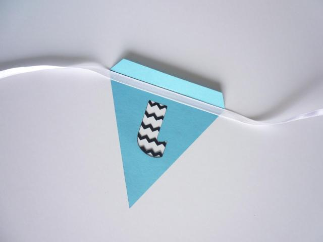 glue ribbon to triangle
