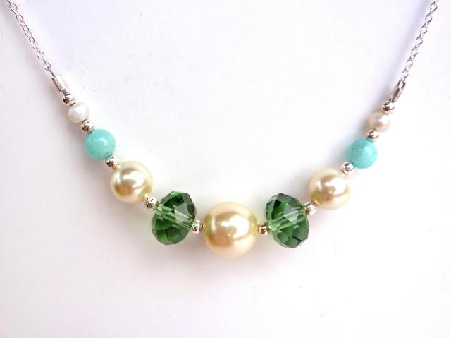 Little Koo - Mint crystal and pearl necklace