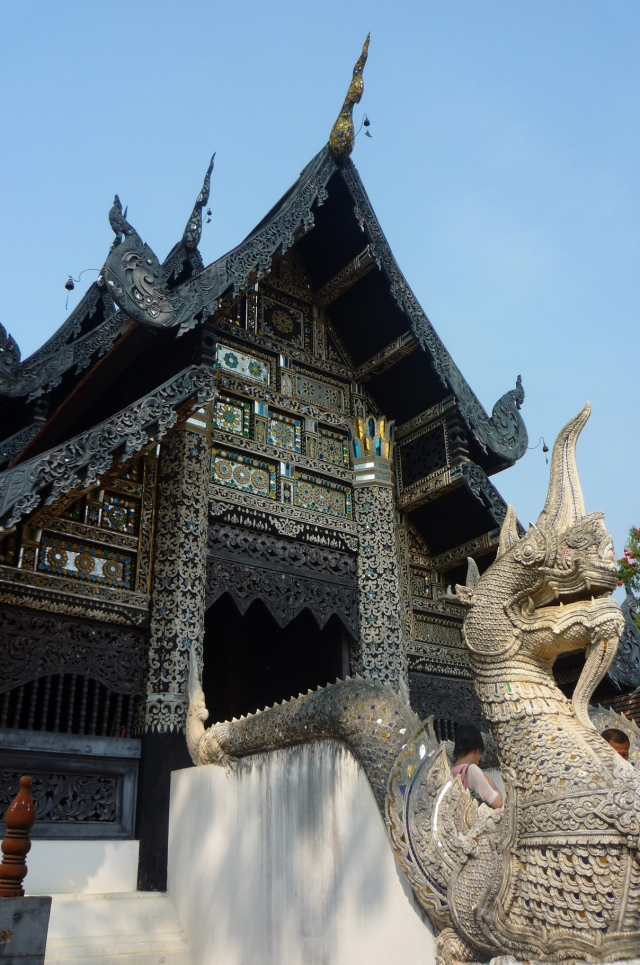 beautiful_wooden_building_chiang_mai