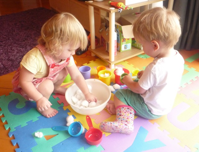 toddler activities - cotton wool balls