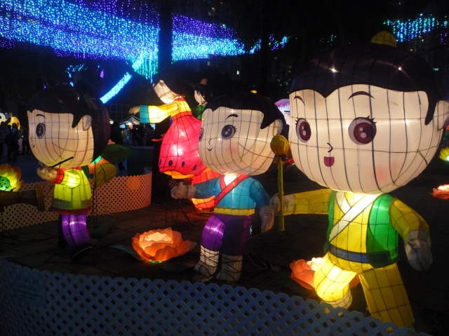 People lanterns - Victoria Park 2015