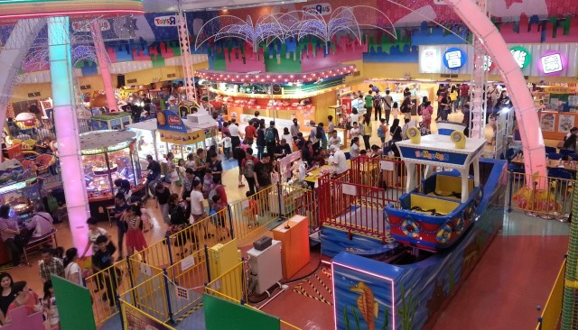 151117 Candid Hong Kong busy shopping mall