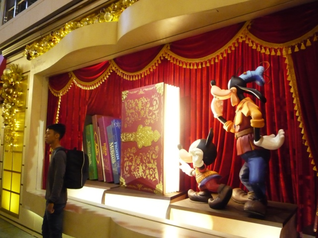 harbour_city_disney_christmas_street