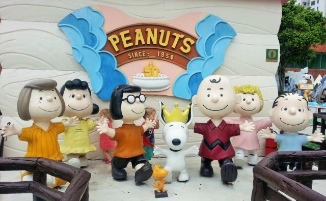 Peanuts gang statues Hong Kong