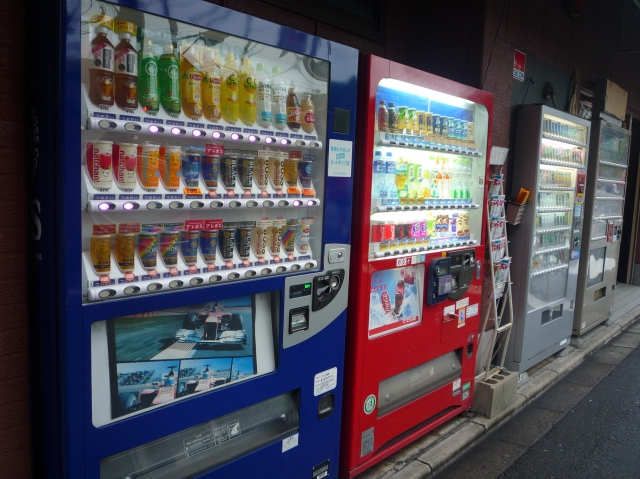 Street drinks vending machines in Kyoto - The Little Koo Blog