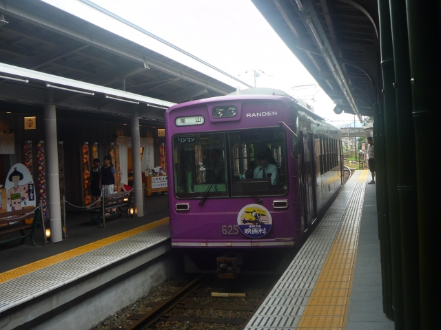 The train to Arishayama Kyoto - The Little Koo Blog